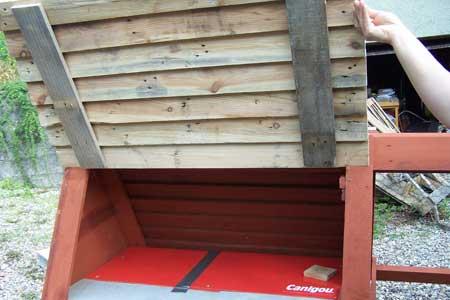 imprimer construisez votre poulailler avec des palettes en bois. Black Bedroom Furniture Sets. Home Design Ideas